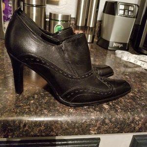 Nine west black leather heeled booties 7.5